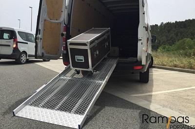 Mono rampa VR plegable AnyRamp con bordes de 0,82 metros de ancho rack